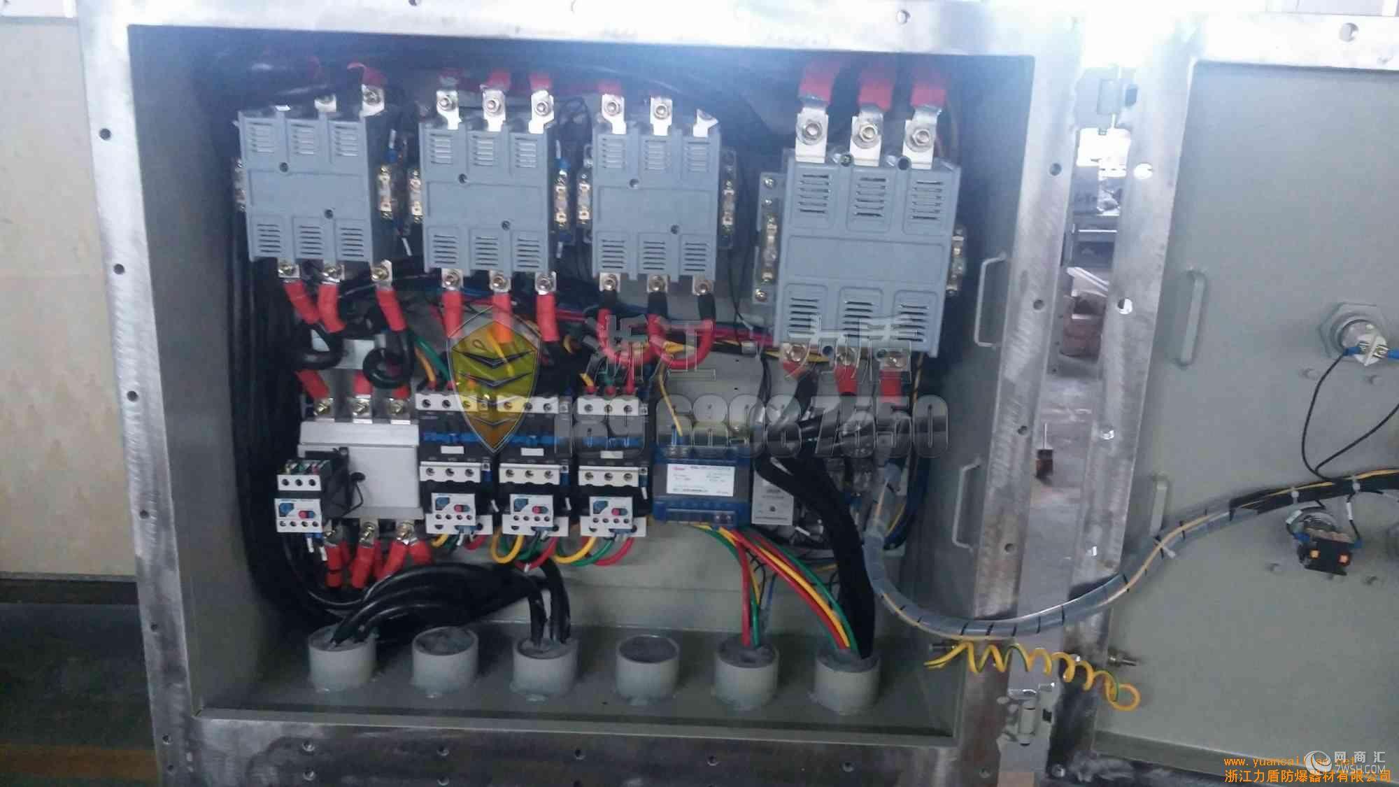 63A正反转防爆磁力启动器厂家材质一般为铝合金压铸或者钢板焊接分断电流为16A~1000A,可定做的防爆断路器也叫做BLK防爆断路器(防腐)在此有何疑问不妨致 电:189-6898-7550 05 77 -6285-9660马工我们将力求完美地给您最满意信任的方案!适用范围1.适用于爆炸性气体环境1区、2区危险场所;2.适用于IIA、IIB、IIC级爆炸性气体环境;3.适用于可燃性粉尘环境20区、21区、22区;4.适用于温度组别为T1—T6的环境;5.适用于石油石化、化工、酿酒、医药、油漆、