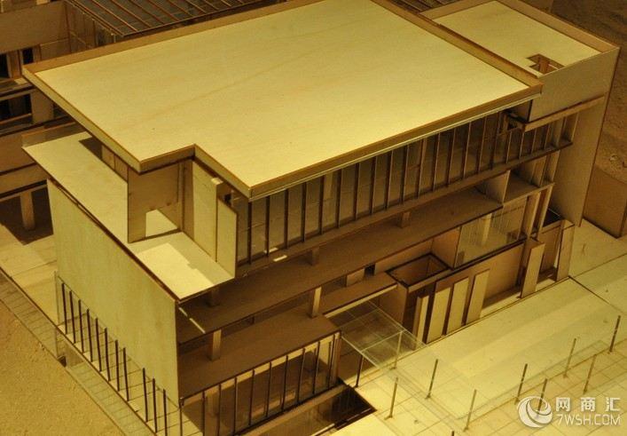 制作材料建筑模型制作的材料很多,主要分四大类:(1)、化工类:石英玻璃、海绵、有机玻璃、三氯甲烷、油漆、UHU胶水、A胶、ABS胶板、、工程塑料、合成塑性版、泡沫板等。(2)、植物类:木板、多层板、高密度板、竹条、纸板等(3)、灯光类:LED灯,米泡等。(4)、水晶内雕建筑模型 通过激光内雕、把建筑物内雕到水晶里面580)