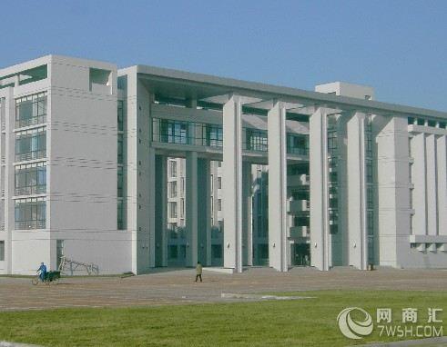 纽约cbs大厦为筒体结构形式的大型塔式办公楼,所有交通和辅助设施全部