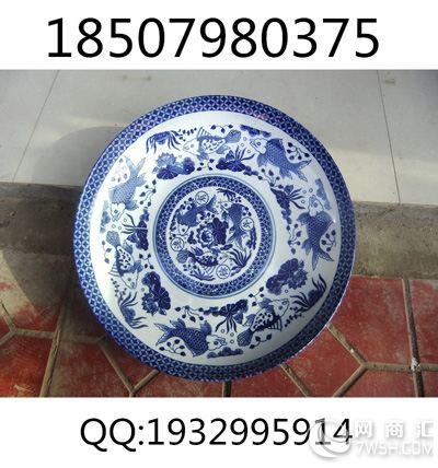 山水题材的30厘米陶瓷盘子相比动物和人物