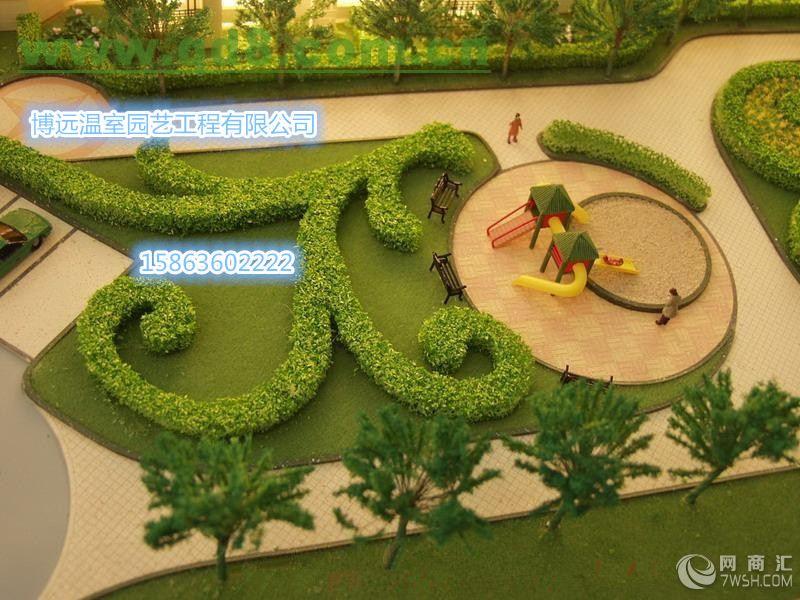 园林景观设计 建筑美学 园林景观设计是在传统园林理论的基础上,具有建筑、植物、美学、文学等相关专业知识的人士对自然环境进行有意识改造的思维过程和筹划策略。具体的讲,就是在一定的地域范围内,运用园林艺术和工程技术手段,通过改造地形、种植植物、营造建筑和布置园路等途径创造美的自然环境和生活、游憩境域的过程。