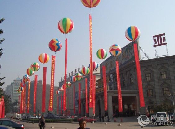 各式各样的空飘气球