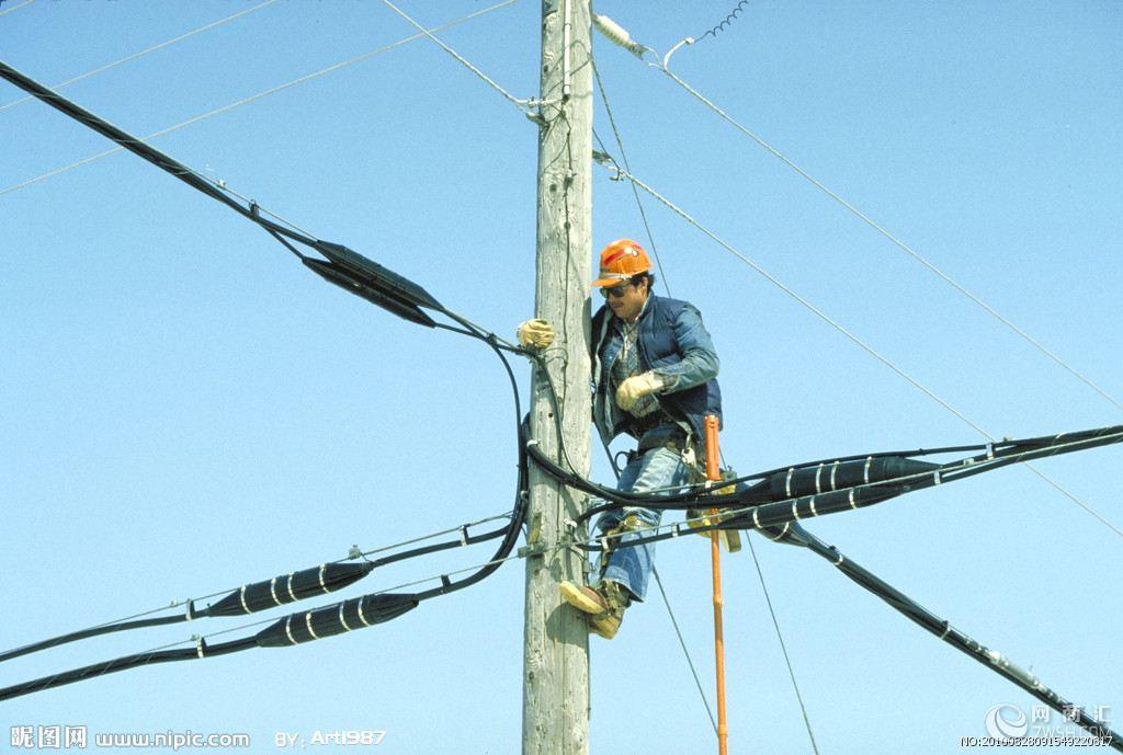 专业电工团队,有多名经验丰富的电工师傅组成,为您提供厂库房电路布线,包括铁管布线,PVC管布线,塑料线槽板配线,护套线配线,等,可为您先设计,后施工,欢迎年来电咨询,期待来电,新锐电工 http://www.xinruidiangong.com