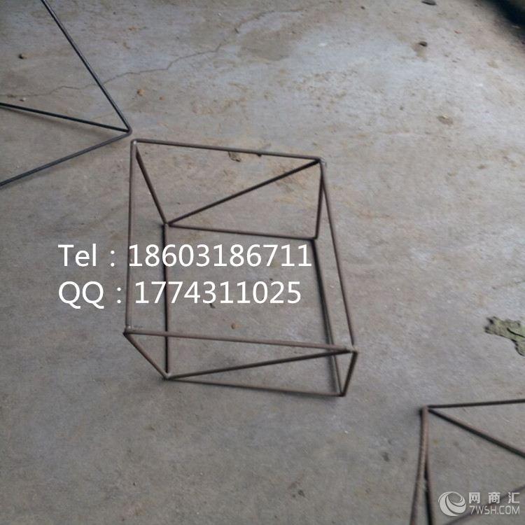 产品特点  1:采用直径3-3.5mm优质弹性铁丝,用气焊连接表面喷塑。  2:保持几何形体的原有性能,结构,支撑性好。  3:表面喷塑高温而成,抗紫外线照射,能长久保持原有的颜色不退色,延长使用期。