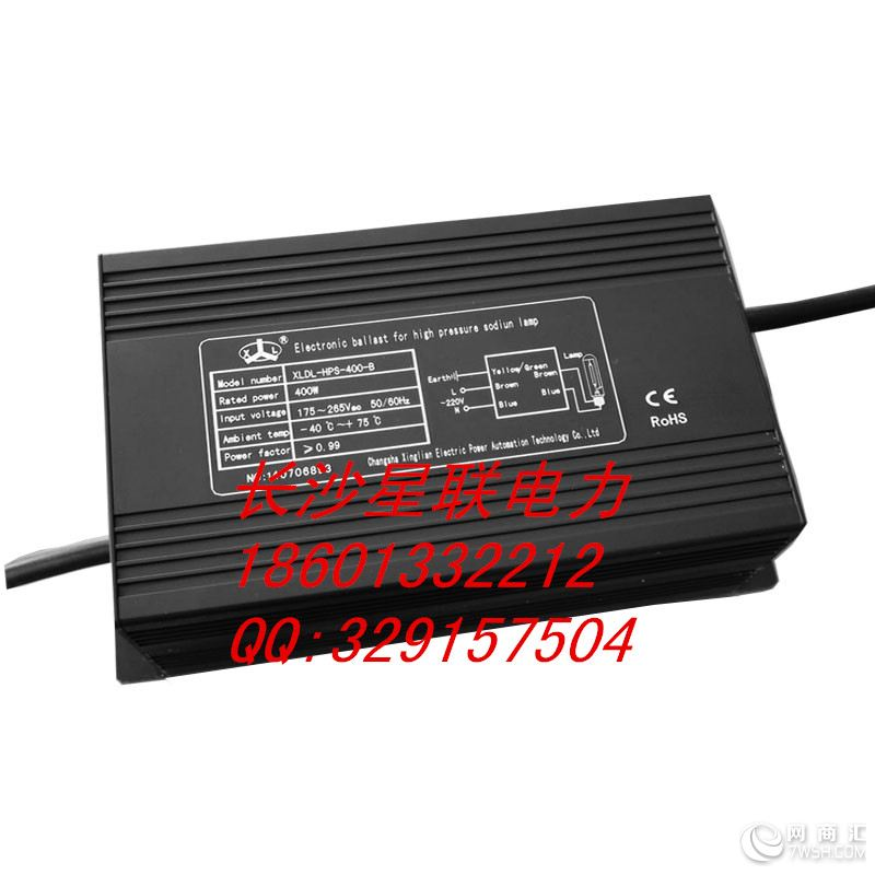 长沙星联电力XLDL全系列高效节能电子镇流器产品(70W-1000W),可广泛用于商业照明、道路照明、厂房照明、场馆照明、隧道照明、工矿照明、植物大棚照明等。  特点:  XLDL全系列电子镇流器具有良好的工作参数,具有显著节能效果,明显延长灯泡的使用寿命,降低电网的谐波污染,成为绿色照明工程的重要部分,其综合经济效益高,是照明工程高效节能的首选配置。   自身的损耗小:电子镇流器自身功耗比电感镇流器减少30%以上,光效提高8%以上(较电感镇流器)。配合采用智能照明控制系统可综合节电40%以上。  点灯功