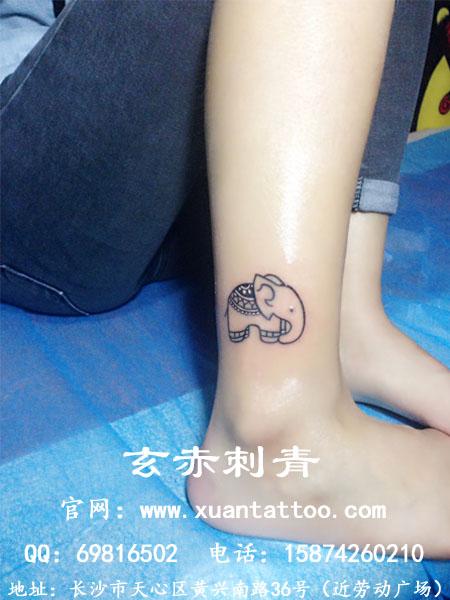 女生脚踝纹身图案