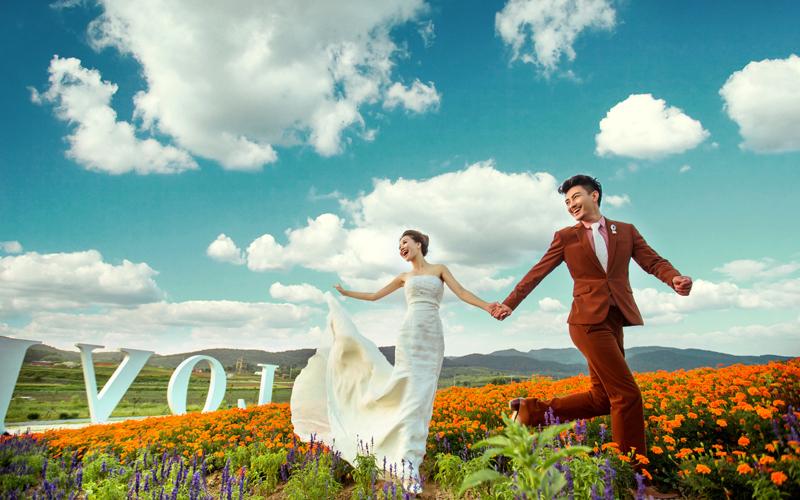 主营产品婚纱照,儿童照,艺术照,全家福照 关键词花海婚纱照,外景婚纱